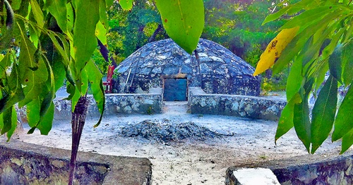 best unique things to do in Cancun: When it comes to unique things to do in Cancun, the Temazcal ritual is impossible to beat. This ceremony of purification is a traditional Maya ritual. This traditional Maya healing ceremony is a magical experience that you don't want to miss when in Mexico.