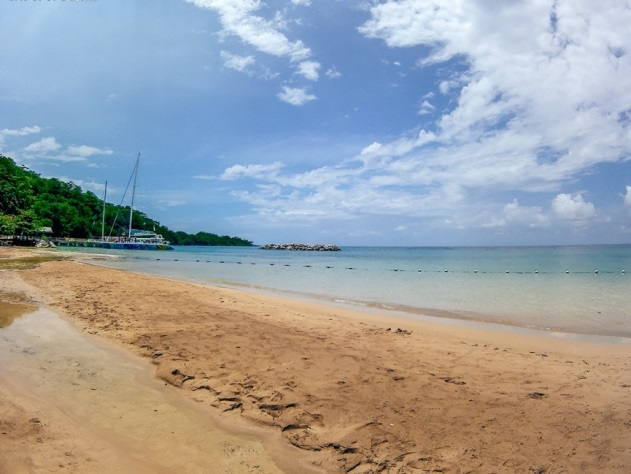Dunn`s River beach in Ochi is a postcard-perfect sandy beach with clear waters. Therefore, it is a popular attraction in Ocho Rios.