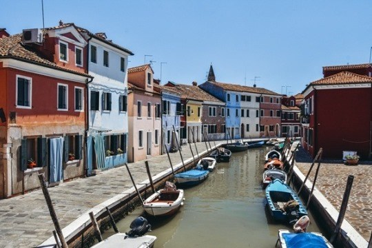 Burano: a day trip to colourful Burano from Venice in Italy.