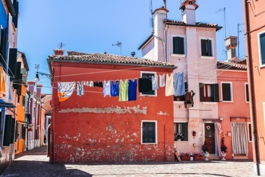Burano travel guide: all you need to know about the most colourful island in Italy. Discover secrets of Burano.