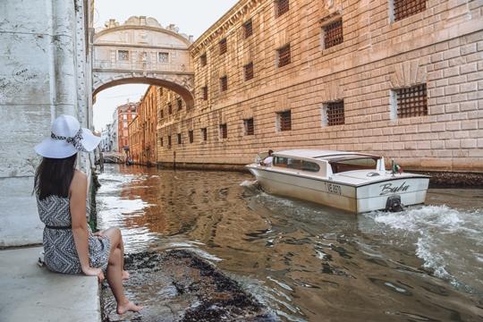 iconic Ponte dei Sospiri in Venice