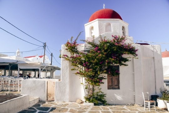 What to do in Mykonos: Uncover unmissable things to do in Mykonos. A Greek island with charming villages and red domed churches is one of the most beautiful islands in Greece. Find out what to do in Mykonos island to experience the best of Mykonos.