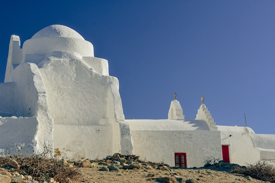 things to do in Mykonos: Panagia Paraportiani is one of the symbols of Mykonos. It is one of the most photographed churches and a top sight in Mykonos.