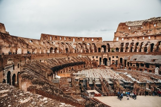 things to see in Rome, Italy: The arena in the Colosseum is the place where the gladiators were able to fight for their freedom. The 2,000 years old Colosseum is a UNESCO World Heritage Site. Therefore, it is an unmissable attraction in Rome in Italy.