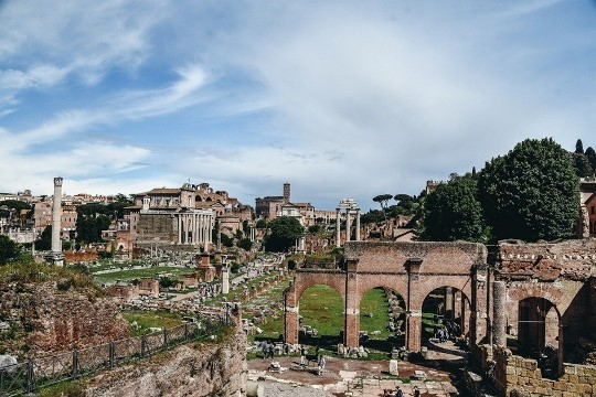 things to do in Rome Italy: Roman Forum is top attraction in Rome because is filled with the temples, squares and palaces. This large archaeological site is also where Caesar walked a couple of millenia ago.