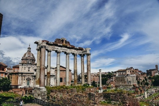 things to do in Rome Italy: the Forum Romanum is a must-visit when in Rome, because this is where was not only the chaotic market place, but also the temples, squares and the Senate House.