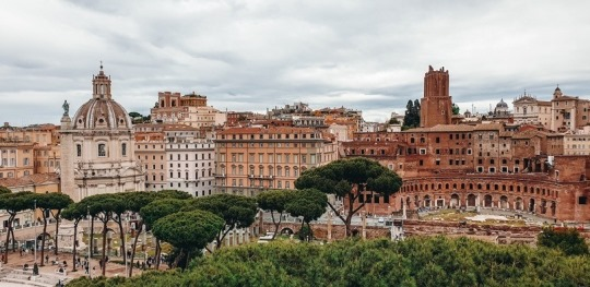 This beautiful Italian city has been the centre of the civilization and is filled with many unmisssable things to do. This incredible city with three millenia of history is packed with numerous hidden treasures waiting to be discovered.