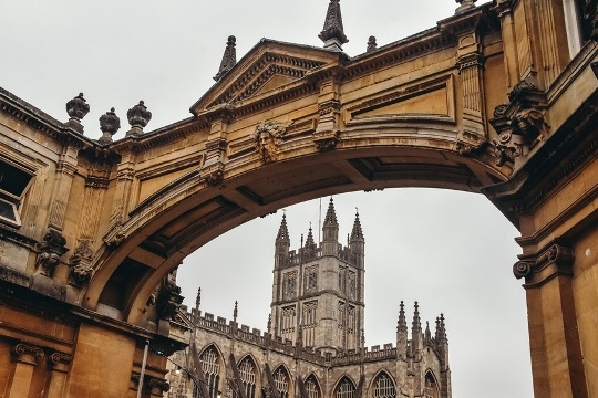 things to do in Bath in UK: picturesque Georgian Architecture is another reason why to visit the city of Bath. The city was redeveloped by the Georgians after the Romans left. Besides, Bath with impressive yellow limestone architecture and Georgian buildings is considered Britain`s most attractive small town.