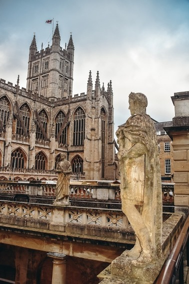 things to do in Bath: The Roman Bath is one of the top things to do in Bath in England because it is an impressive Roman landmark with the mineral-rich hot springs. What`s more, the ancient Roman Baths are the most excellent example of Roman architecture in England.