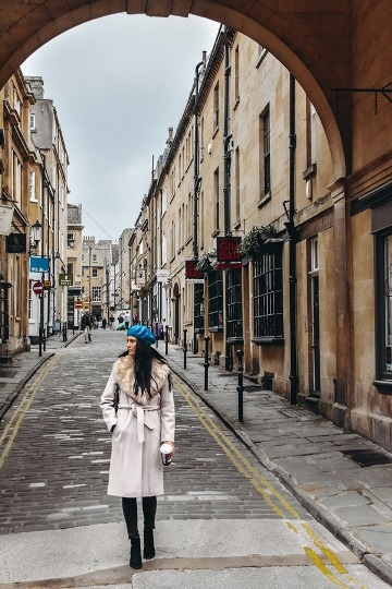 wander the streets of Bath in England