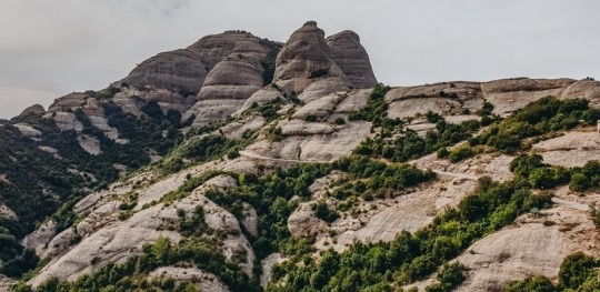 Montserrat in Spain is one of the most beautiful regions in Catalonia and Spain. There are many hiking trails - some of them are easily walkable, while others are more intense.