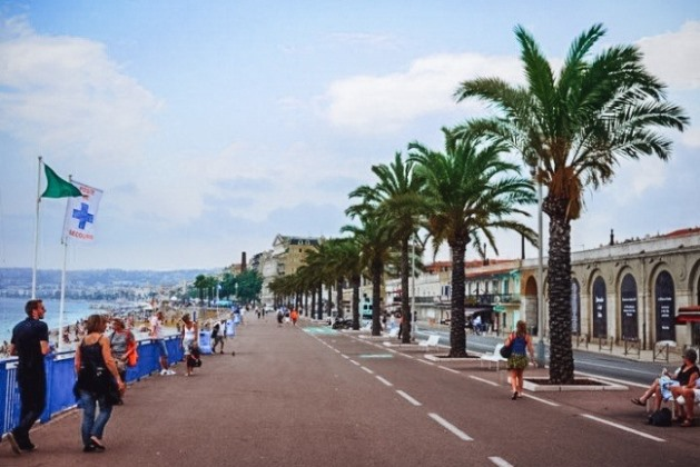 things to do in Nice France: Walk along the Promenade des Anglais is one of the best things to do in Nice in France, because this palm-tree lined promenade is an iconic symbol of Nice. The promenade dating back to the 18th century won its name from the wealthy English community who flocked to Nice to spend their holidays during the wintertime.