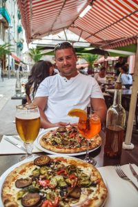 pizza and beer in Nice