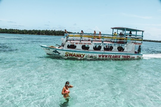 things to do in Tobago: Nylon Pool in Tobago is a must attraction in Tobago, because this one metre deep offshore sandbar with waist-deep waters is an unforgettable experience. Jump off the boat in the middle of the Caribbean Sea and swim in the crystal clear waters.