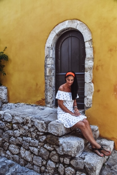 placese to visit in the French Riviera: French Riviera is home to sleepy towns that are just waiting to be explored. One of them is also medieval Eze village.