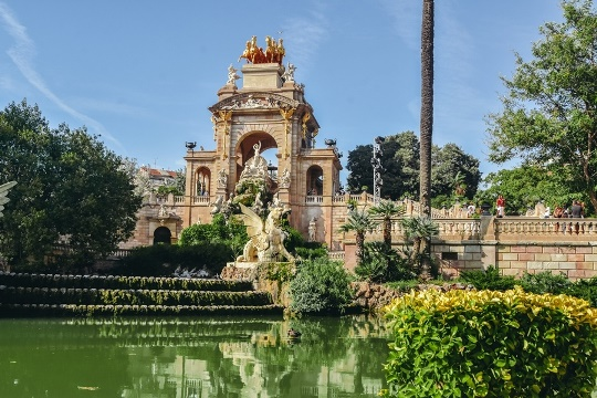 other Gaudi designs in Barcelona: Fountain at Parc de la Ciutadella: The Cascade Fountain at Parc de la Ciutadella is one of Gaudi's very first projects. The Trevi Fountain in Rome was an inspiration for this tall cascade. This Roman-style fountain is not Gaudi's work, but he was a part of it. Young Gaudi is a designer of the fountain's hydraulics and water tank.