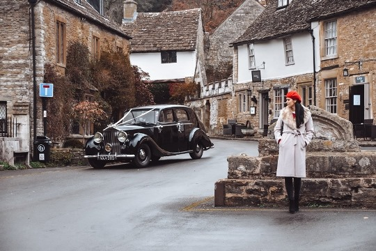 Cotswolds villages: each village is unique and has its character. Some of the most beautiful places in the Cotswolds are smaller towns, while others are delightful hamlets. They all have one thing in common – they are postcard-perfect.