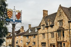 Chipping Campden is old wool merchant town is well-preserved and full of history. Furthermore, Chipping Campden is postcard-perfect, full of life and character.