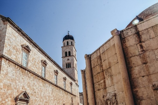 things to do in Dubrovnik, Croatia: Franciscan monastery is one of the best things to see in Dubrovnik because is is a great oasis often missed by many day-trippers in Dubrovnik. It is also home to the one of the oldiest pharmacies in the world.