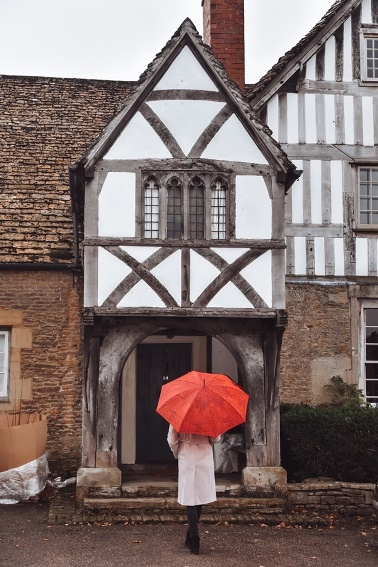 Cotswolds villages: Another village that should be on your Cotswolds villages bucket list should be Lacock. This charming village locating to the south of the Area of Outstanding Natural Beauty has photogenic houses, a tradiotional pub and the 600-years old Tithe Barn.