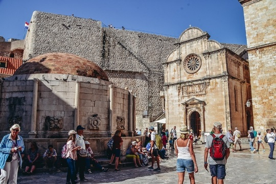best things to do in Dubrovnik, Croatia: Large Onofrio Fountain is one of top attractions in Dubrovnik because it is a popular meeting point for the  tourists and the locals.