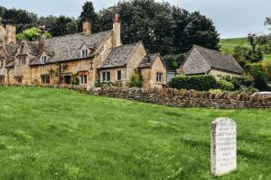 Snowshill is a quiant hamlet with leess than 200 inhabitans, however it is truly picturesque Cotswolds village.