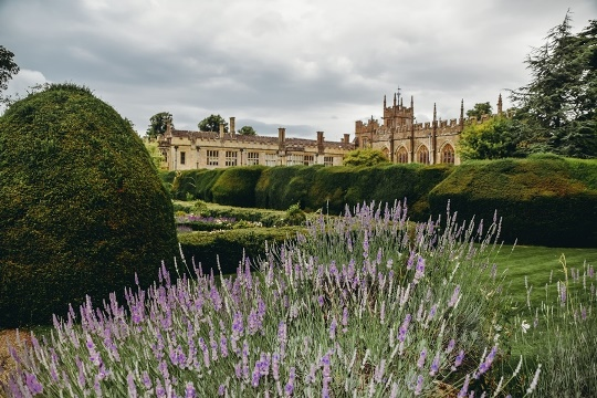 Sudeley Castle is one of the prettiest places to visit in the Cotswolds because this picturesque castle has played an important role in England`s history for thousands of years.