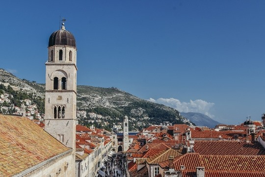 things to do in Dubrovnik Croatia: To get the most out of the city, we`ve put together an insider guide with top best things to visit in Dubrovnik. Here is how to make the most of a city break in the magnificent walled city on the Adriatic.