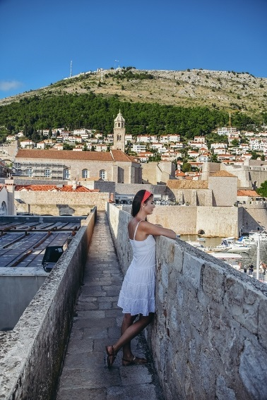 things to do in Dubrovnik, Croatia: Dubrovnik city walls are one of the best things to see in Dubrovnik because they are a historic masterpiece. Moreover, the city walls are in the UNESCO World Heritage list.