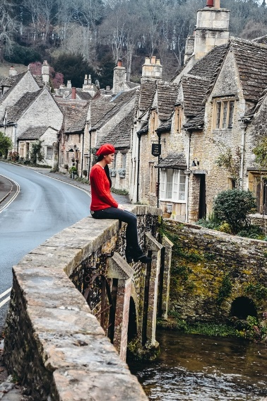 Cotswolds villages: On any list of the Cotswold`s most beautiful villages, Castle Combe shouldn`t be far from the top. An idyllic village with chocolate box houses in the English countryside feels like stepping into a fairy tale.