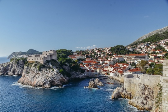 things to do in Dubrovnik, Croatia: Fort Lovrijenac is one of the best things to see in Dubrovnik because it is one of the most important fortresses in Croatia. Fort Lovrijenac offers also incredible views of Dubrovnik.