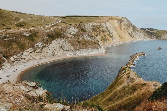 things to do in Dorset: Man O`War beach is located on the eastern side of Durdle Door. This famous beach of fine pebbles and sand and the line of rocks is a part of the Jurassic Coast World Heritage site. Therefore, it is a must-see attraction in Dorset.