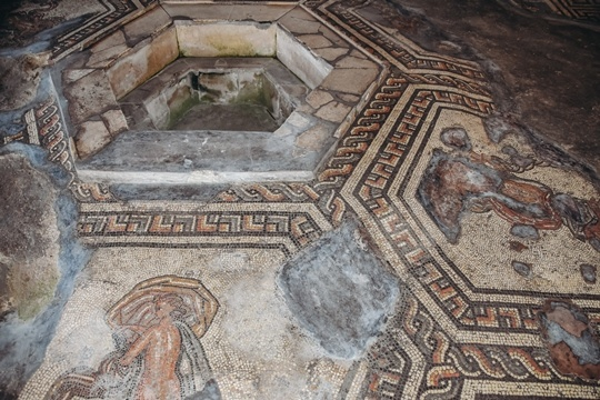 Bignor Roman villa inside: Admire well-preserved remains of a Roman home and see some of the best Roman mosaics in Great Britain. Not only Bignor Roman Villa is one of the largest villas open to the public in Great Britain, but also this is a place with the remains of the longest corridor mosaic in Britain.