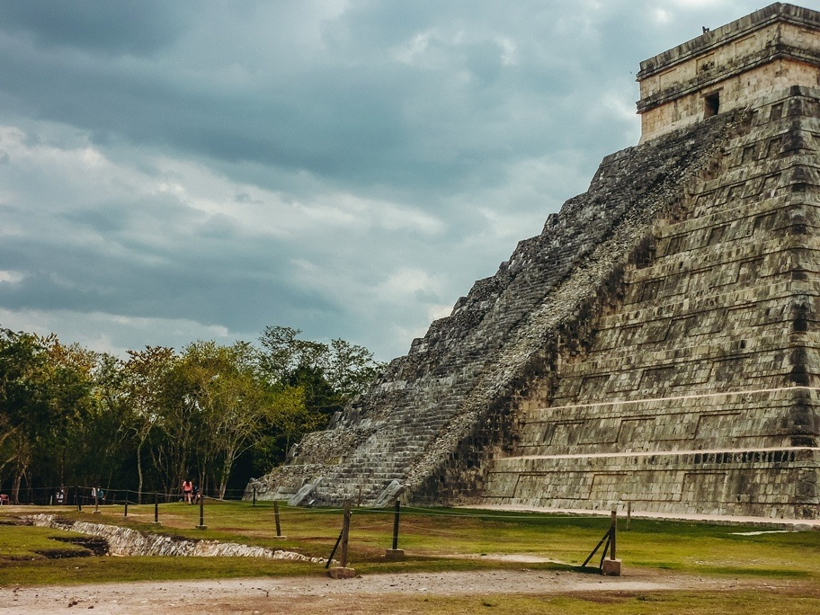 Chichen Itza, Mexico: If you happen to visit Chichen Itza during the annual equinoxes, you might be lucky to witness the spectacular phenomenon. At about 3 pm, sun rays create a shadow across the pyramid temple steps which give the appearance of the snake shape. Kukulkan, a Maya snake god, comes to life for a few hours twice a year for over 1,000 years. This light and shadow illusion happens twice a year and attracts thousands of visitors from all over the world.