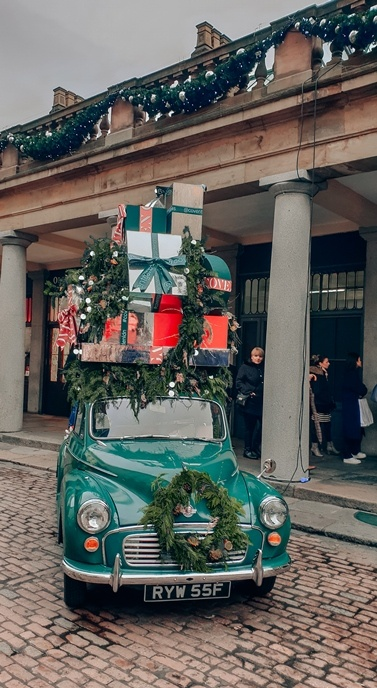 Christmas in London: Elegant Covent Garden with car-free Piazza is traditionally home to the best Christmas decorations in London.