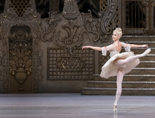 Christmas in London 2020: The English National Ballet's annual Nutcracker performance is an excellent way how to celebrate a festive season in London at Christmas. Enjoy Tchaikovsky's magical Nutcracker ballet - one of the greatest classical ballets, with your family over the Christmas period.