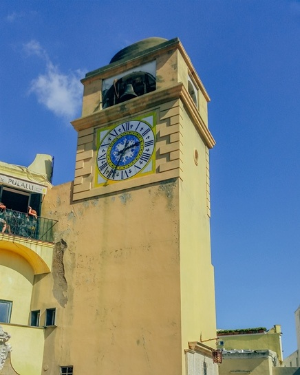 Piazza Umberto: The world-famous square with a beautiful clock tower and many cafes is undoubtedly a must-visit attraction on the island..