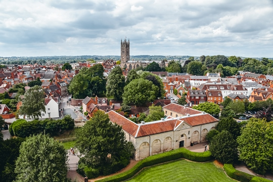 things to do in Warwick: Warwick's Old Town with numerous half-timbered buildings is undoubtedly picturesque. You can find here the historic landmarks and attractions. Also, some restaurants and cafes where you can stop off to enjoy some delicious food. Therefore, exploring the Old Town is one of top things to do in Warwick.