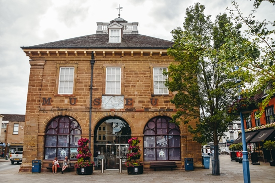 Learn more about Warwickshire's history and see the local displays and artefacts. The recently refurbished museum has a vast collection of everything from dinosaur bones to tapestries.