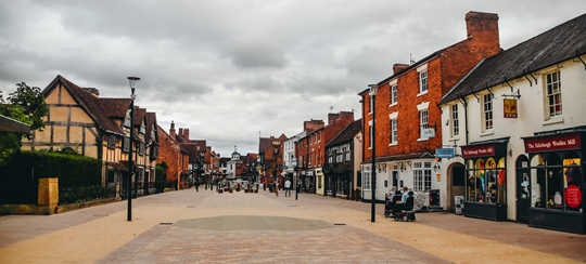 things to do in Stratford-upon-Avon: Walk around the old town is certainly one of the best things to do in Stratford-upon-Avon because you can discover beautifully preserved half-timbered houses, quirky shops and many historic buildings here. You will also find many of Stratford's attractions here.