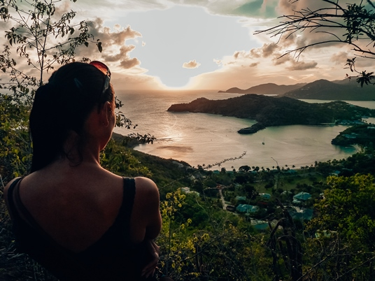 things to do in Antigua and Barbuda: There are several viewpoints you can catch the spectacular sundown in Antigua, but the one in Shirley Heights is, in fact, unique. On a clear day, you can see from here Guadeloupe and also Montserrat Island.