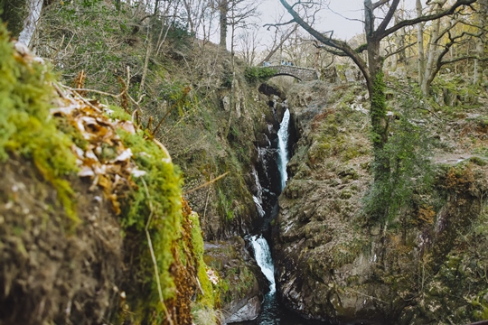 things to do in the Lake District: No trip to the Lake District is complete without a visit to Aira Force Waterfall. It is the most famous waterfall in the Lake District and the first stop for many visitors who arrive here. Besides, a well-maintained Victorian park with a 20-metre waterfall and pretty woodland has an excellent circular walk.