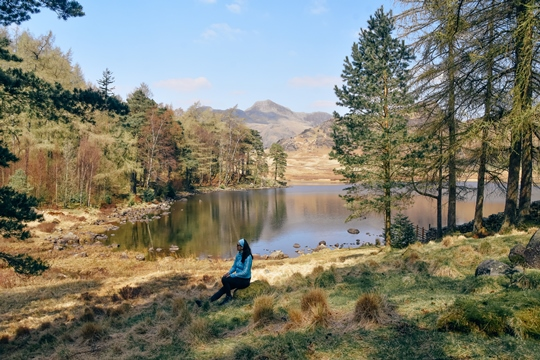 what to do in the Lake District: Blea Tarn, a small mountain lake, is one of the spectacular Lakeland tarns, and for a good reason. It is easy to visit, it is very peaceful and offers excellent opportunities for beautiful photographs. Moreover, this unspoiled area makes a fantastic travel destination - whether you want to enjoy hiking or a tranquil landscape. Therefore, exploring Blea Tarn is one of the best things what to do in the Lake District.