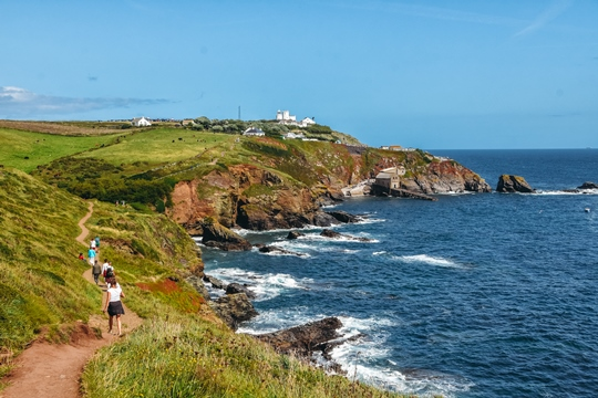 places to visit in Cornwall: The Lizard Point is one of the unmissable places to visit in Cornwall because the Cornish coastal walk around the Lizard Point offers dramatic views of the Atlantic Ocean. Plus, the Lizard Point is famous for its wildlife.