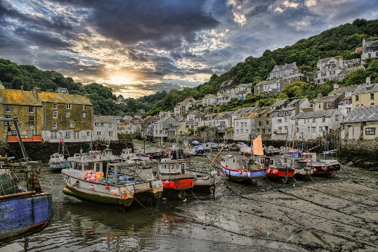 places to visit in Cornwall: Polperro is another gorgeous place to visit in Cornwall. This hilly seaside village has ancient cottages, narrow traffic-free streets