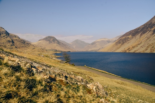best things to do in the Lake District: Exploring picturesque Wastwater is undoubtedly one of the unmissable things to do in the Lake District. This tranquil lake located in the Wasdale Valley is, in our opinion, the most picturesque lake in the Lake District.