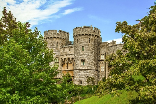 the best castles in England: Arundel Castle is one of the best castles in England because it has beautiful gardens, rare paintings and beautifully preserved rooms. It is also an excellent example of the great works of Victorian England.