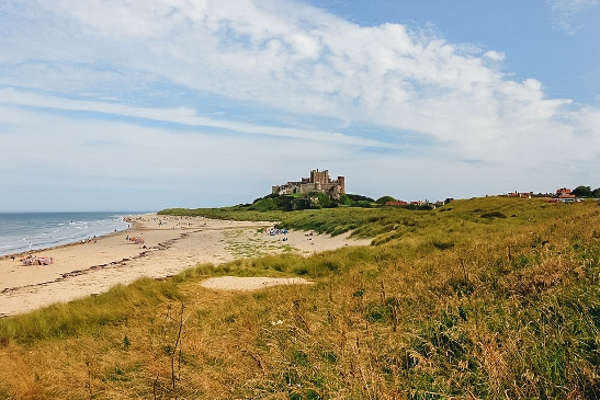 best castles in England: Bamburgh Castle is one of the famous British castles because it is a probable site of Sir Lancelot's fortress. This beautiful fortress also has a rich history and stunning coastal views.