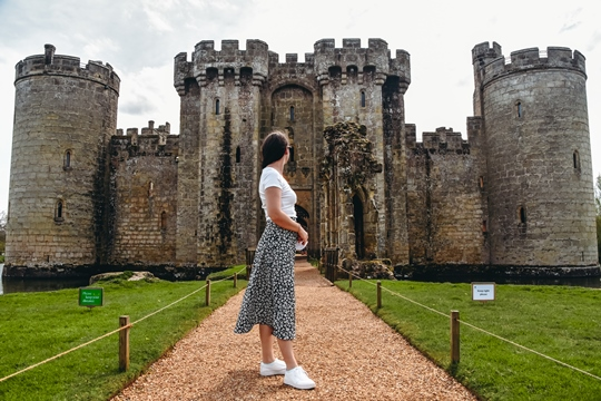 Castles in England: Even though Bodiam Castle has not survived the test of time, it is one of the most famous castles in England. Bodiam Castle is a National Trust attraction and one of the best examples of a moated castle.