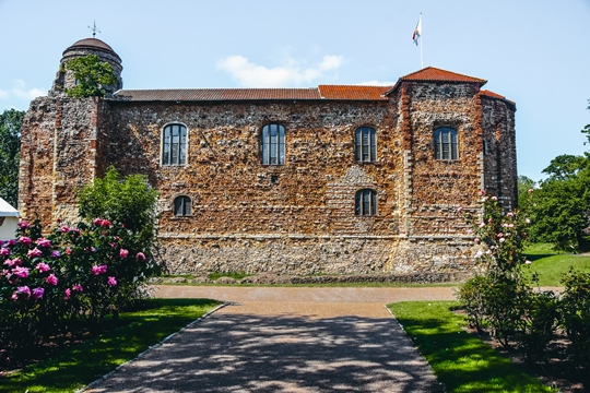 Castles in England: Colchester Castle certainly is one of the best castles in England. Here you can see the Temple foundations and learn more about Roman Colchester. Today, you can see the remains of several buildings in front of the castle. Inside, you will find precious archaeological collections covering 2,500 years of history. Explore the Roman finds and unique displays, which are some of the best in Britain.